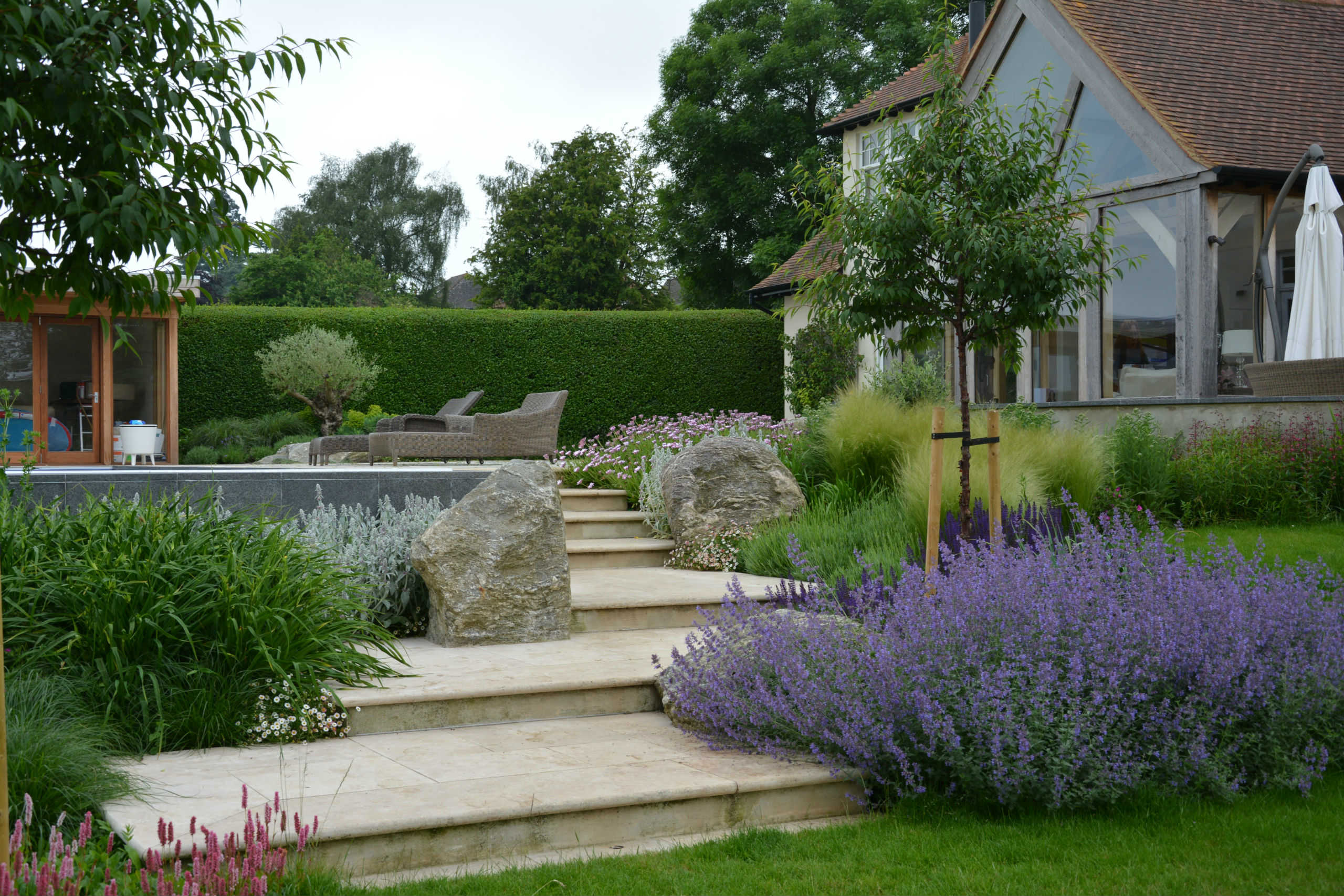 Garden designers hertfordshire buckinghamshire north for Domestic garden ideas