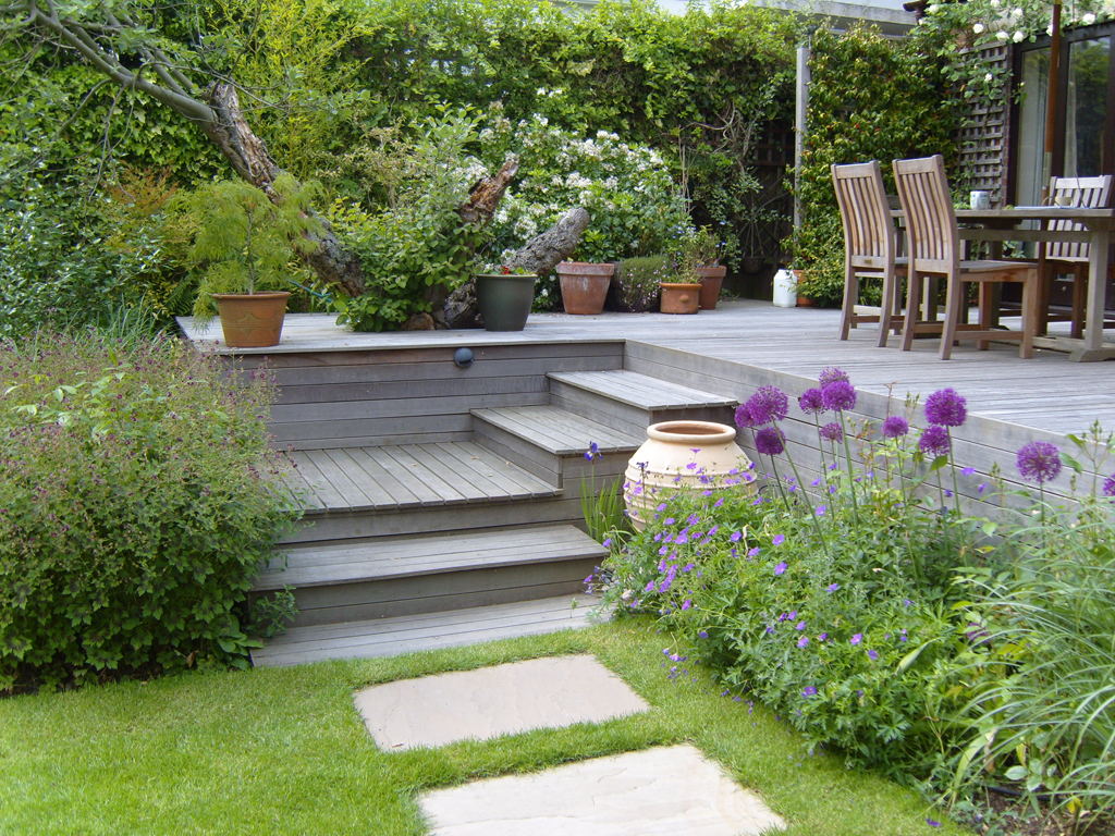 Garden maintenance hertfordshire the garden company for Garden design east london
