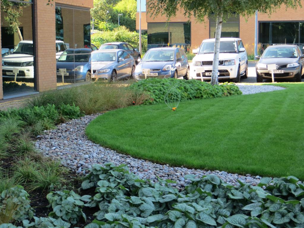 Garden maintenance hertfordshire the garden company for Garden maintenance business