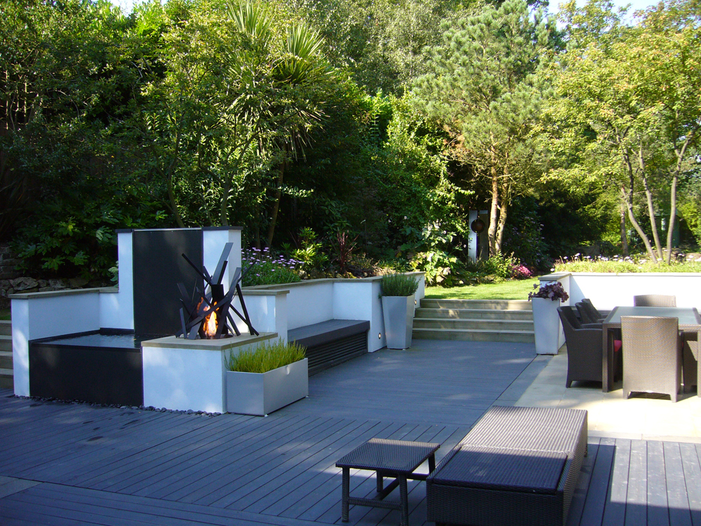 BALI Award Winning terrace area designed by Andew Wenham, Highgate, North London