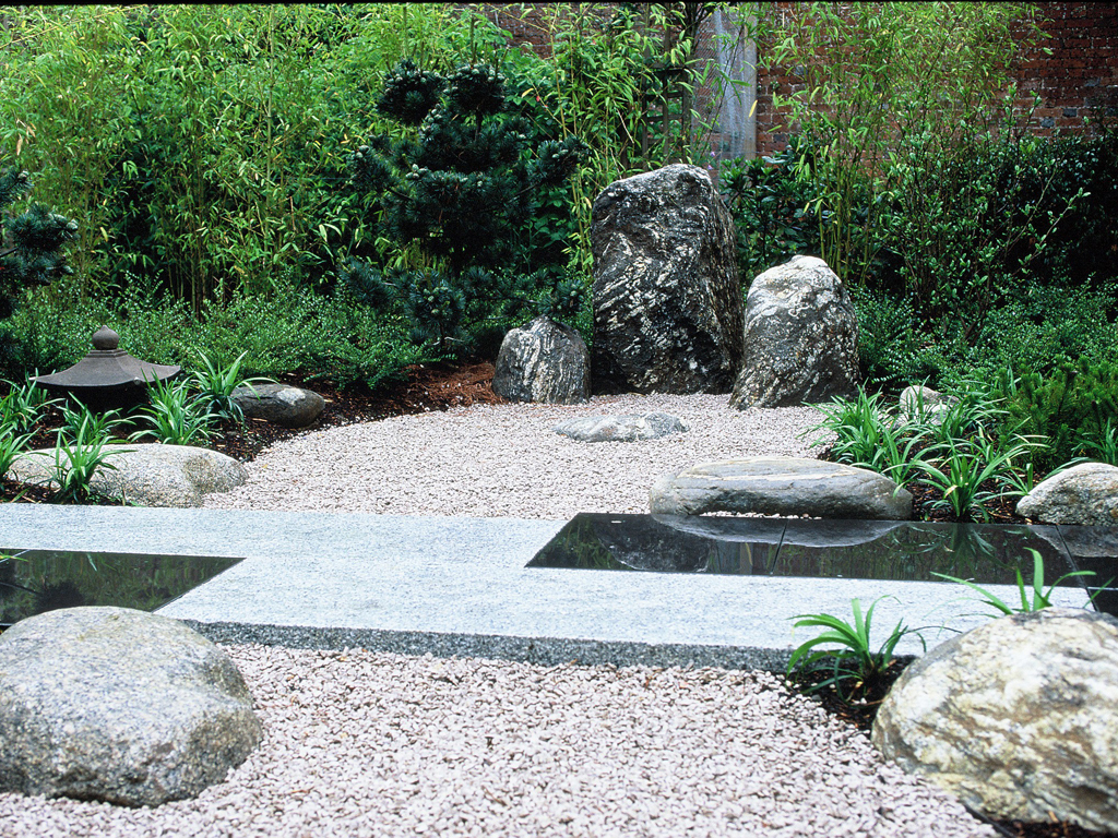 Japanese garden designed by Debbie Roberts MSGD and Ian Smith MSGD nr Chesham, Bucks