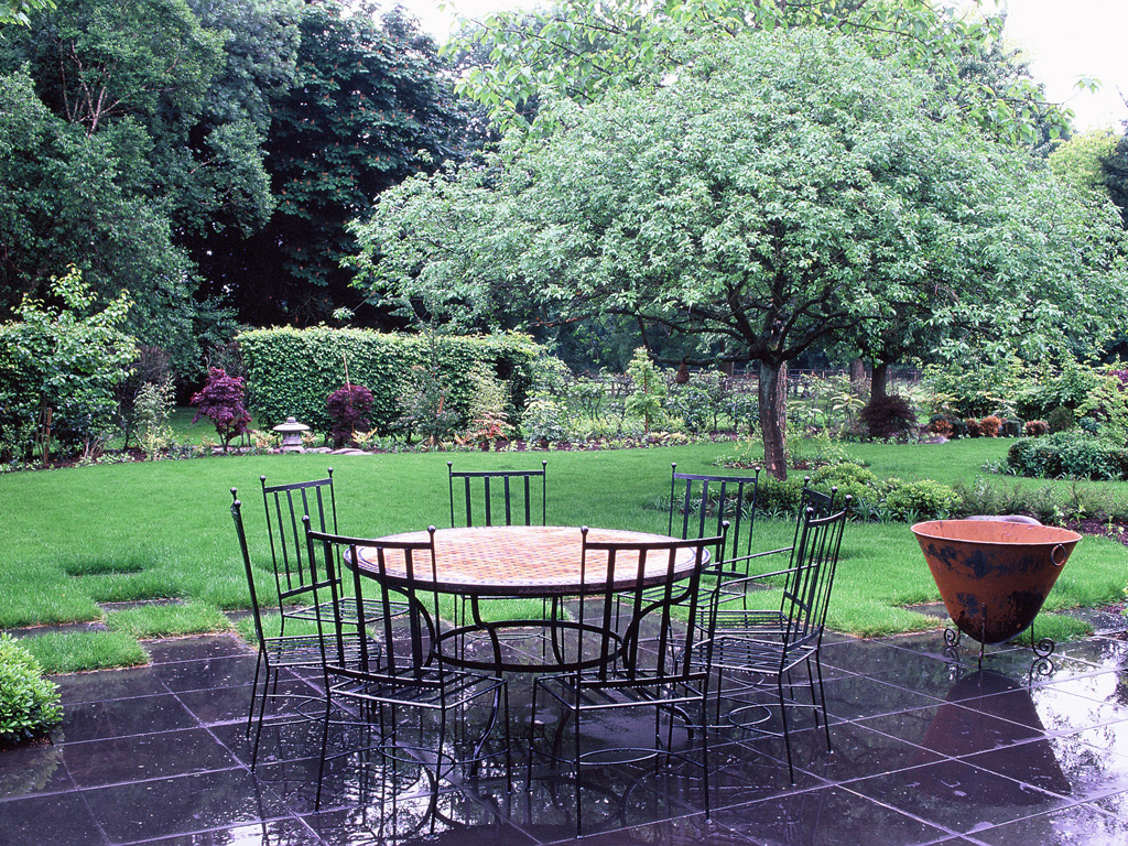 Black basalt terrace Landscaped by The Garden Company nr. Great Missenden, Buckinghamshire