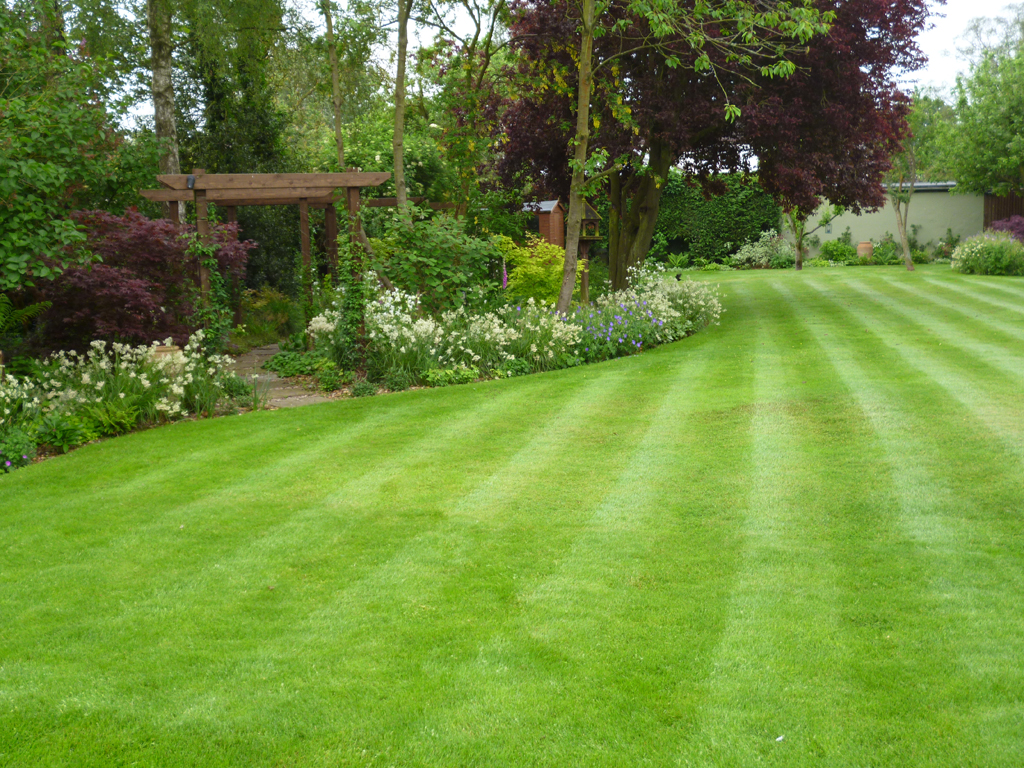 Prepossessing 60 medium garden design inspiration of for Garden design hertfordshire