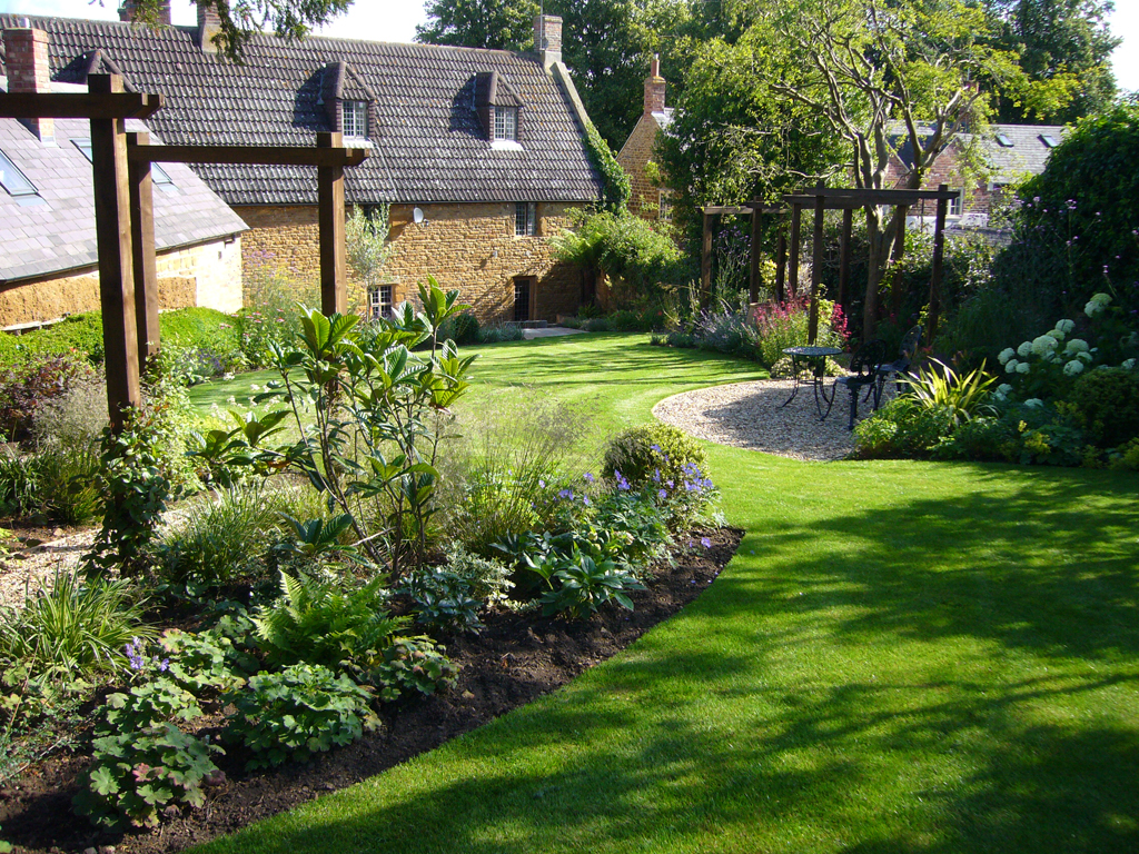 Prepossessing 60 medium garden design inspiration of for Medium back garden designs
