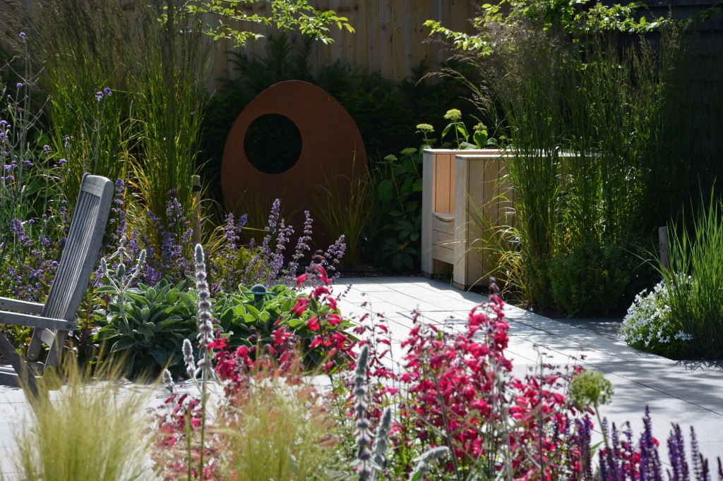 Bali award winner garden design tring herts the garden for Domestic garden ideas