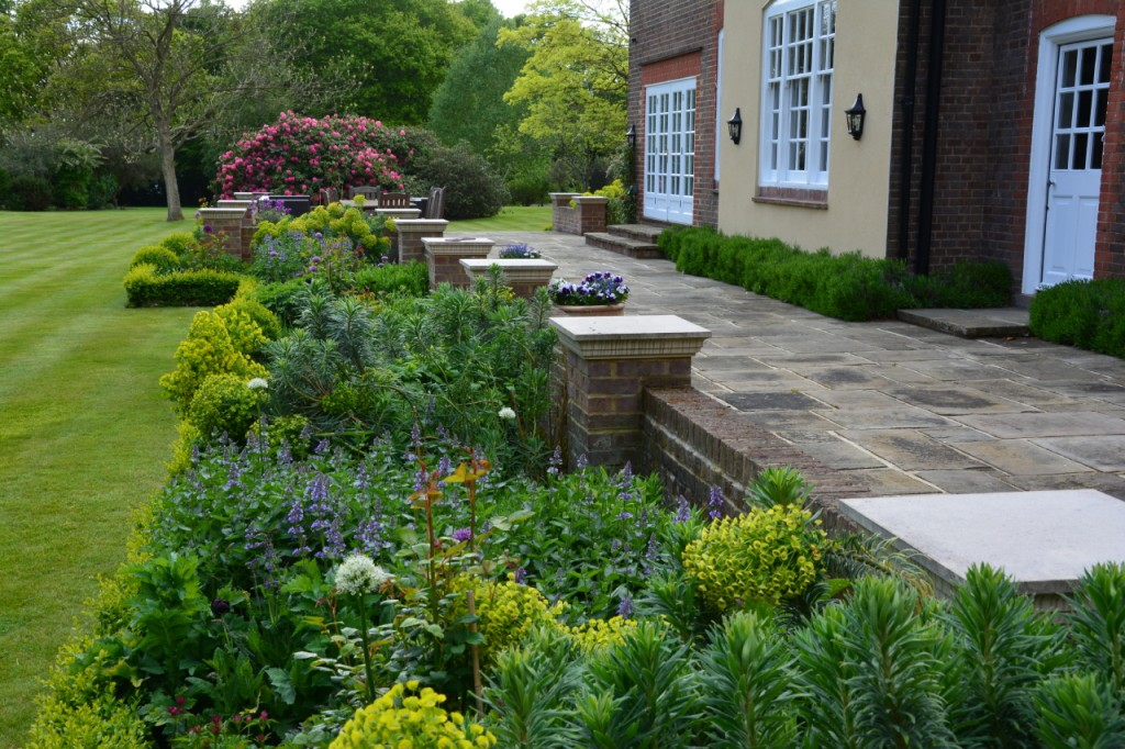 7 garden design ideas for an english country garden the for Garden design plans uk