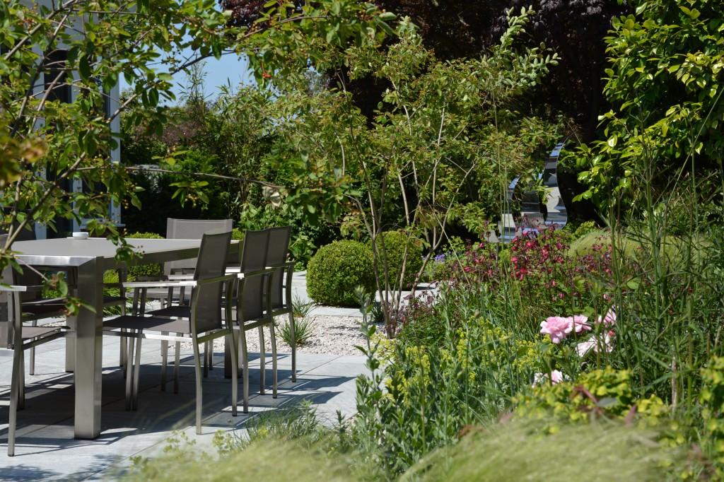 Contemporary garden in Hampstead Garden Suburb