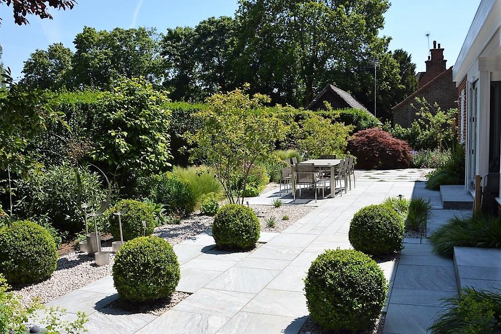Modern garden in Hampstead Garden Suburb