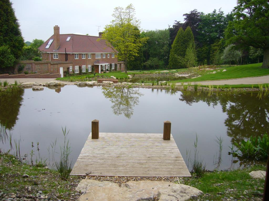 2008 winner domestic garden construction between £100,000 - £200,000, Amersham, Bucks