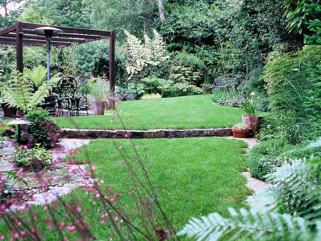 Landscape gardeners and garden maintenance services in Leighton Buzzard, Bedfordshire