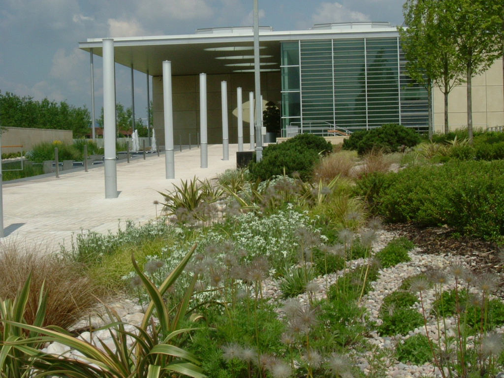 Commercial grounds maintenance Welwyn Garden City, Herts