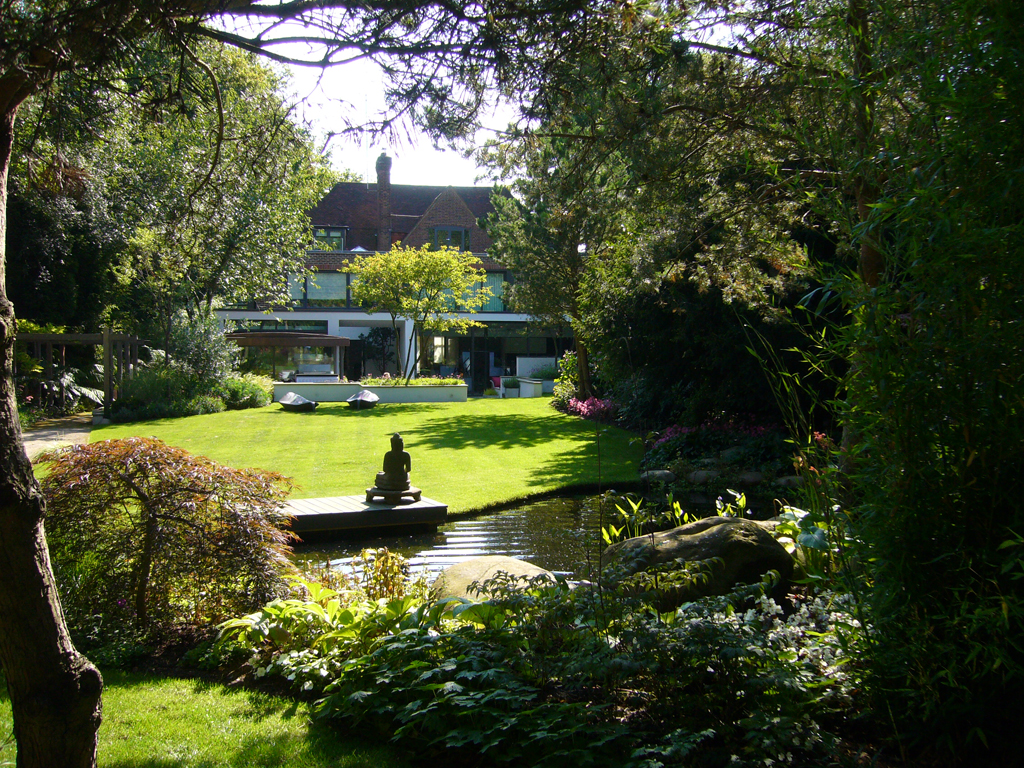 BALI Award Winning garden designed by Andrew Wenham MSGD