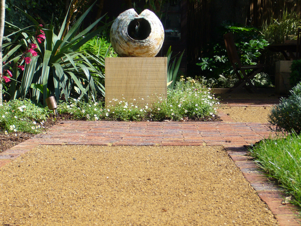 Garden design by Beverly Blackburn MSGD, St Albans Hertfordshire