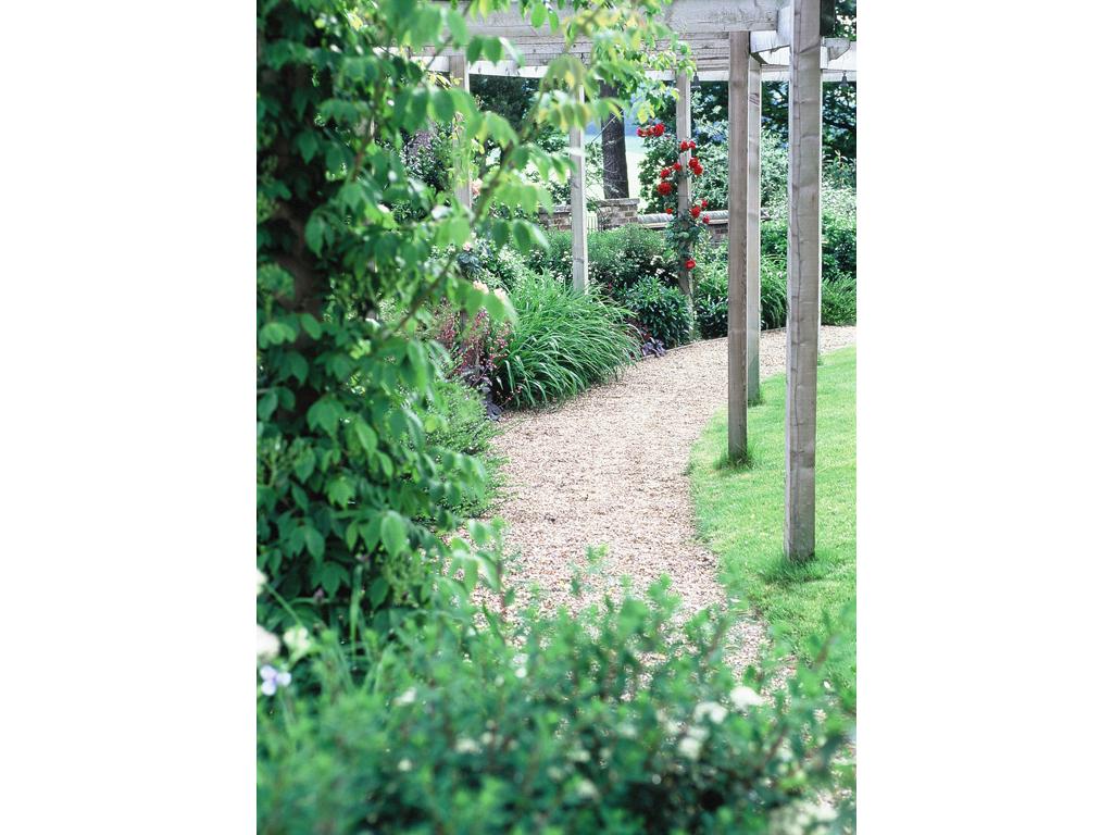 Pergola and gravel walkway nr. Chorleywood
