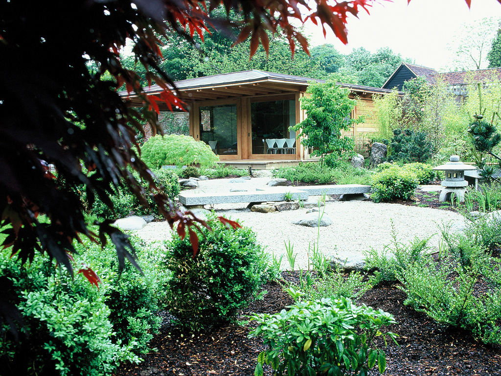 Japanese garden designed by Debbie Roberts MSGD & Ian Smith MSGD of Acres Wild