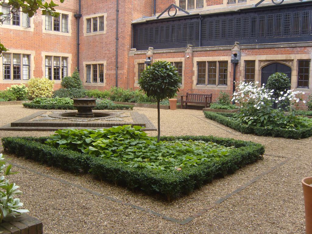 Hanbury Manor Courtyard Planting
