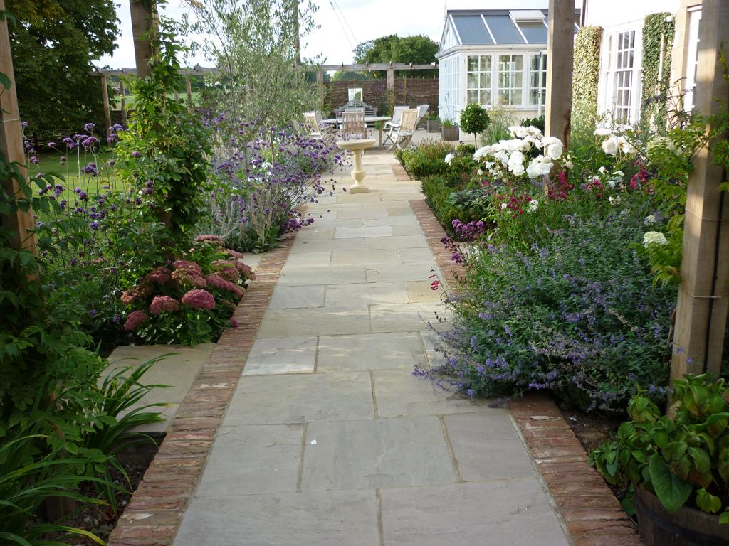 Garden design private residence between Tring and Hemel Hempstead