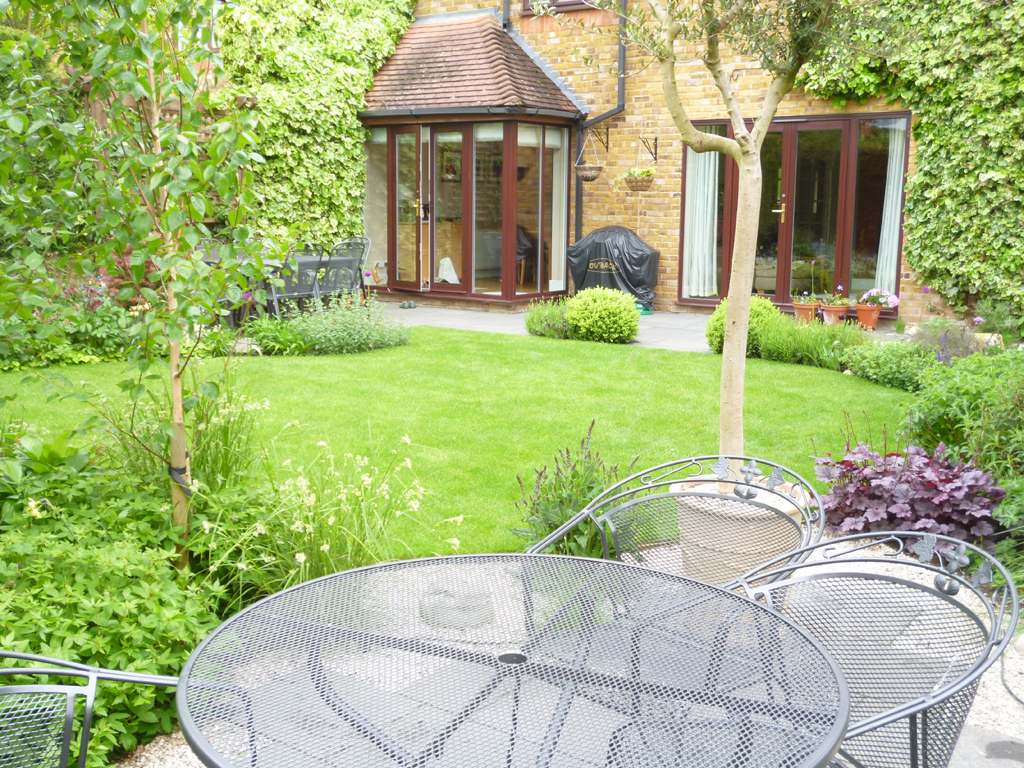 Small garden design in Rickmansworth, Hertfordshire ...