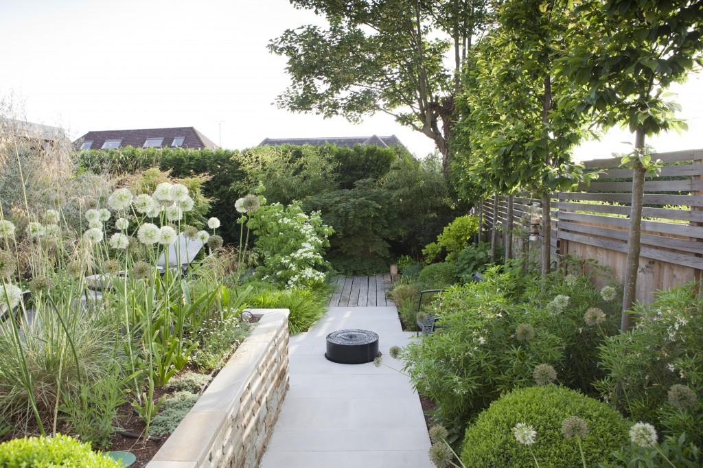 05.906 Garden Laurel A3 CR